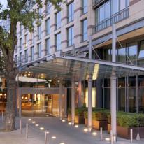 Ingang van het Hyatt Regency Mainz hotel